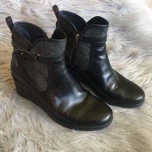UGG | Womans wedge shoes | EUC